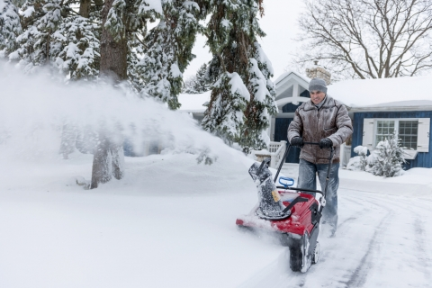 What to Look for When Shopping for a Snow Thrower Picture